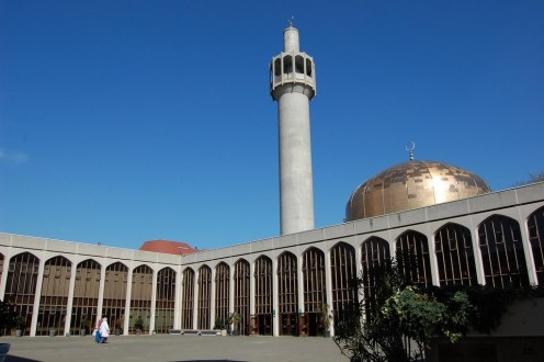 regents-park-mosque-in-london-england